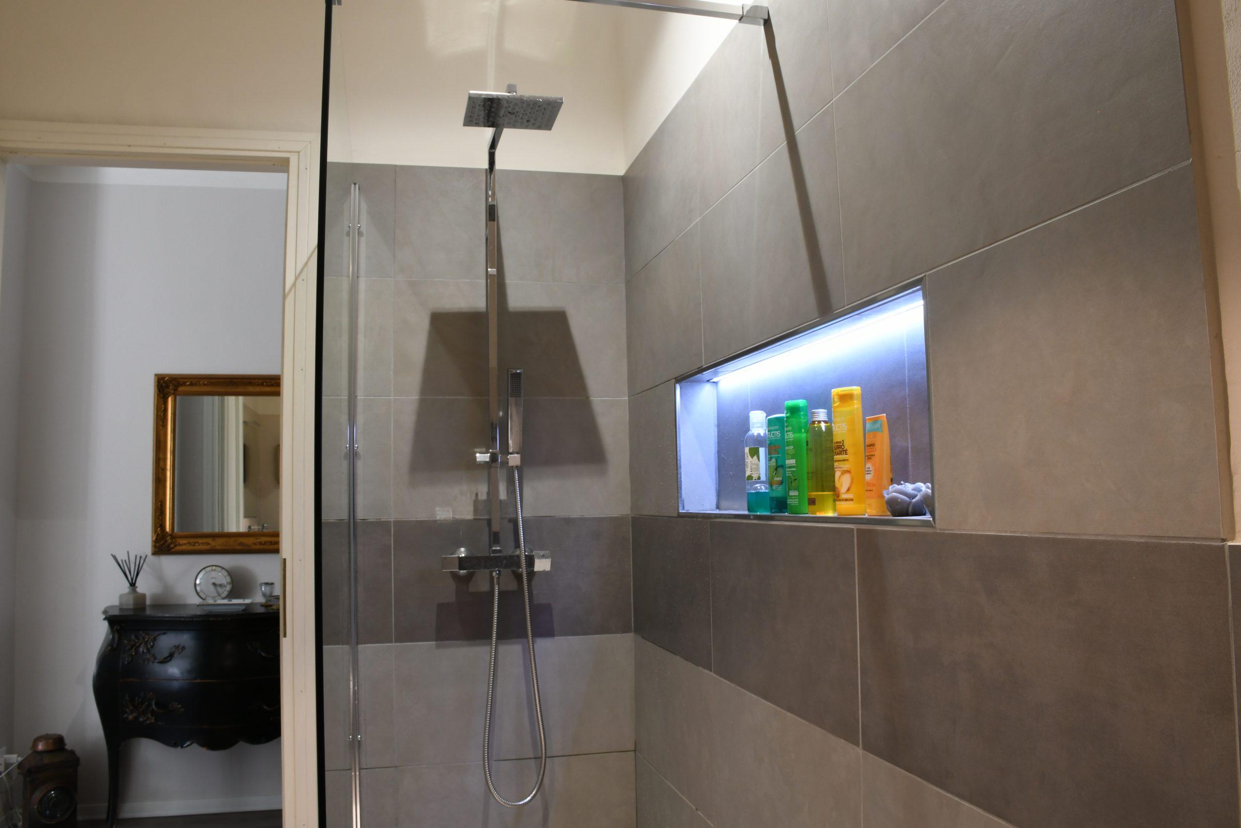 Rossanella's Place in Lake Garda - Bathroom Walkin shower
