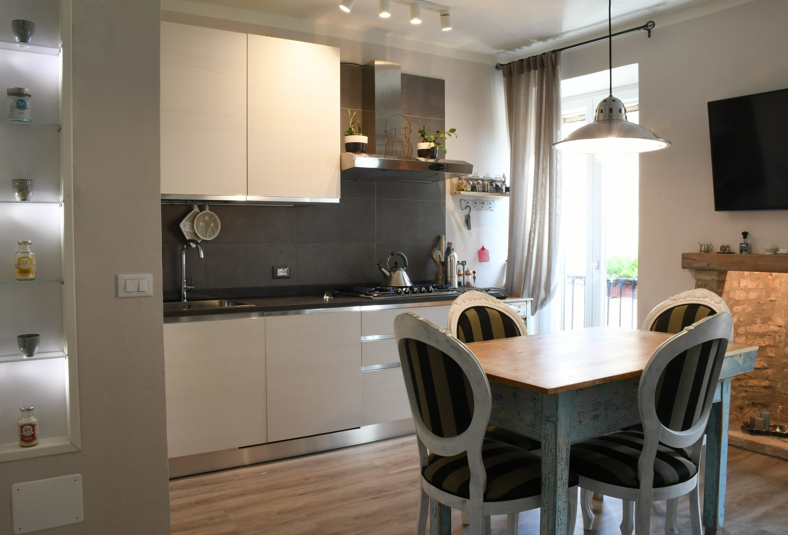 Rossanella's Place in Lake Garda - Living Room Fully equipped Kitchen