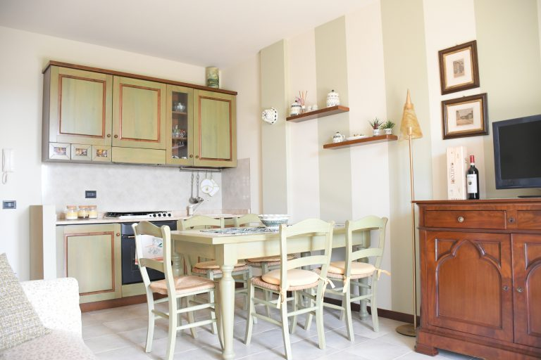 SIMONA'S HOME Apartment in Desenzano and Sirmione - Living Room Fully equipped kitchen