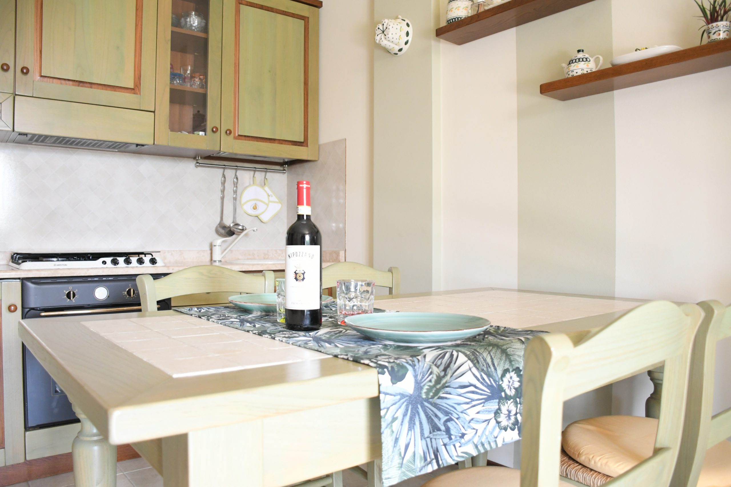 SIMONA'S HOME Apartment in Desenzano and Sirmione - Living Room Dining table