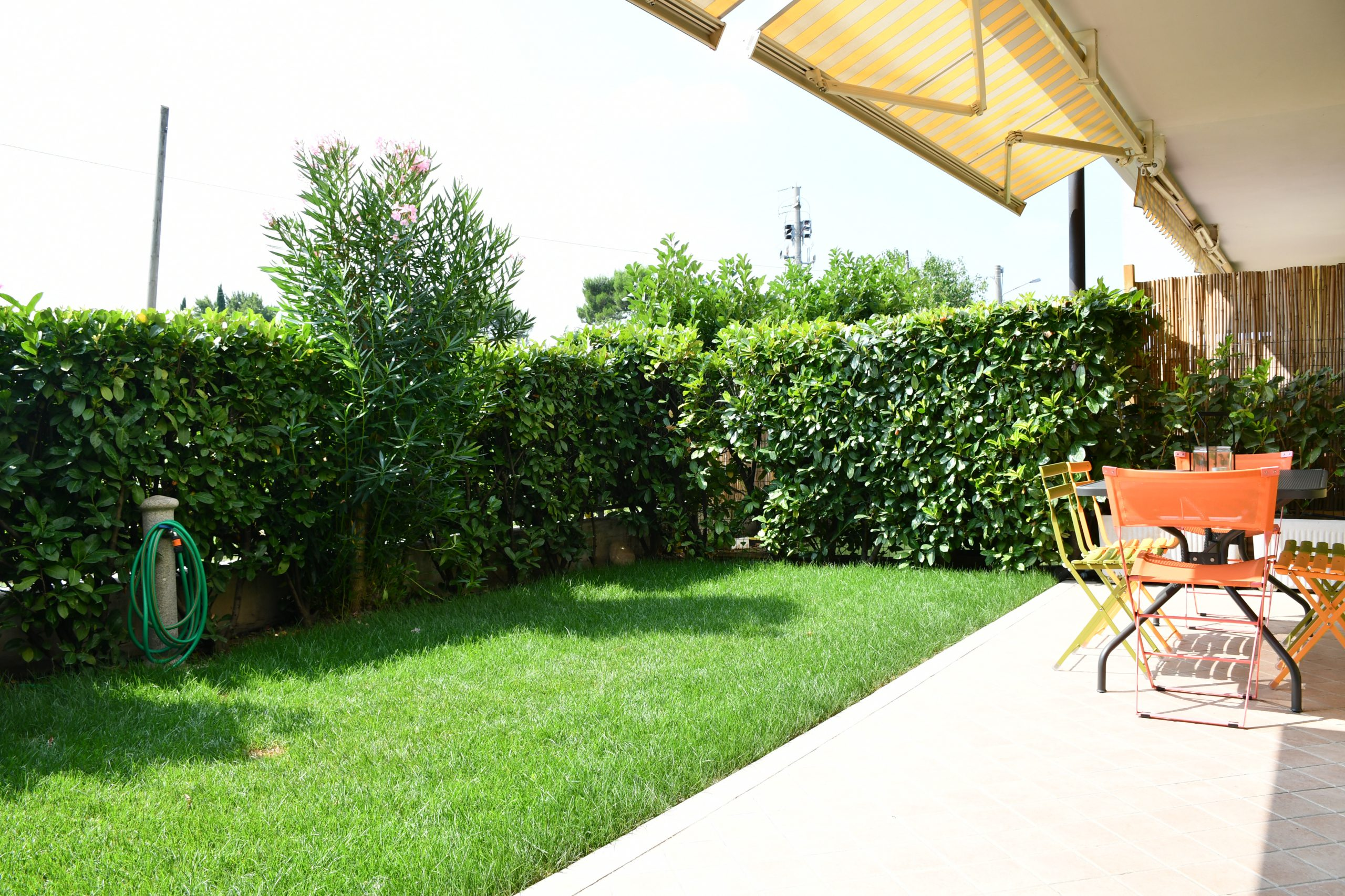 SIMONA'S HOME Apartment in Desenzano and Sirmione - Private Garden Surrounded with hedge