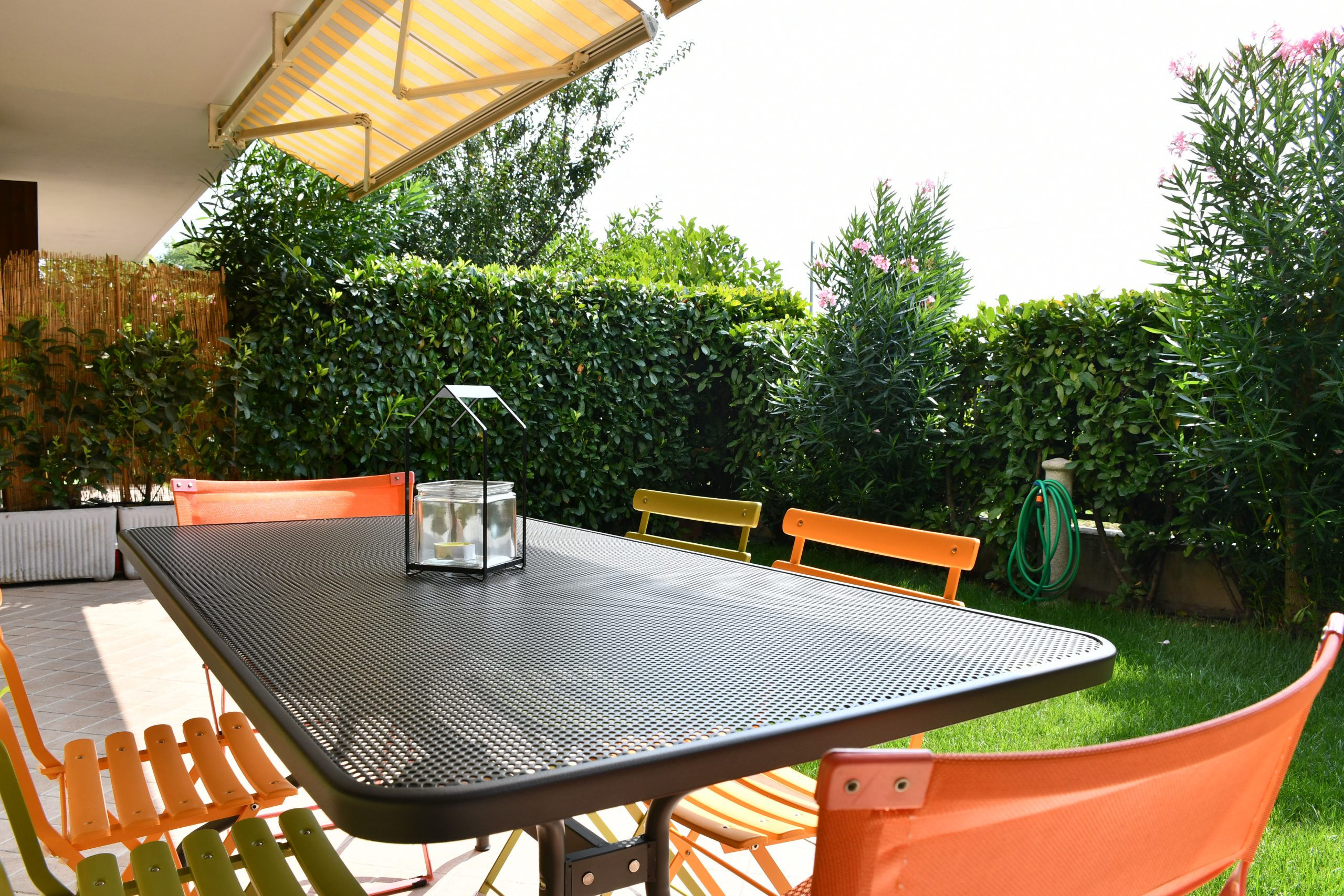 SIMONA'S HOME Apartment in Desenzano and Sirmione - Private Garden Relax area