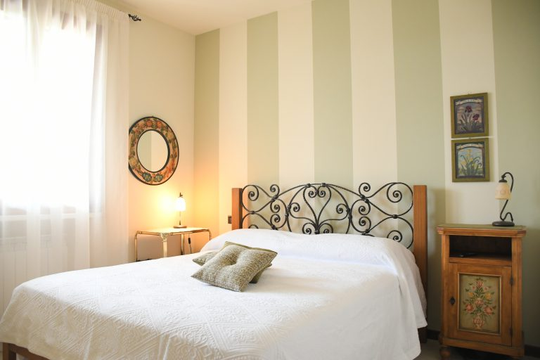 SIMONA'S HOME Apartment in Desenzano and Sirmione - Bedroom King size bed