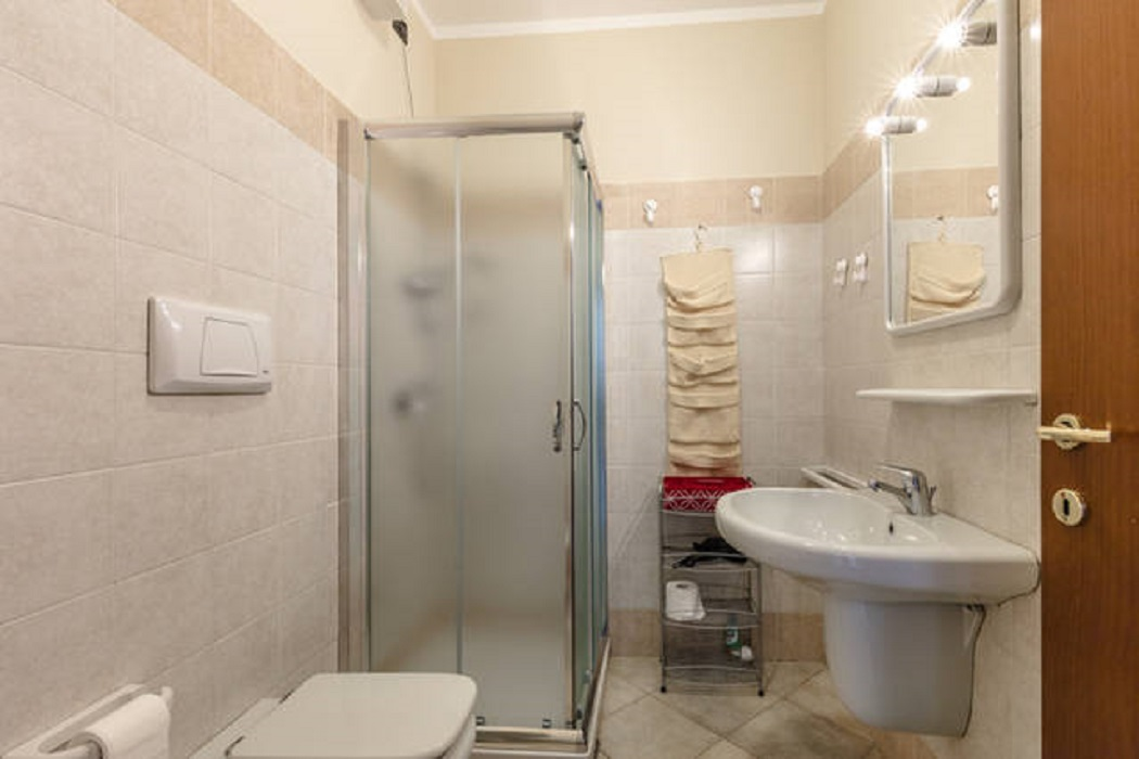 Rosaria's Home in Desenzano and Sirmione - Bedroom Shower